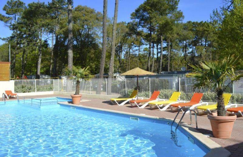 Camping vend e avec piscine chauff e camping le clos des for Camping le puy en velay avec piscine